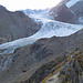 Die Ausblicke zum Taschachferner werden immer imposanter.<br />Deutlich ist die Spur im Neuschnee unterhalb des Eisbruchs zu sehen, auf der man den Gletscher überquert.