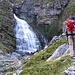 Beim Abstieg bin ich noch an der Cascada de Caballo (1750m) vorbei, da hier eine Bruecke ist, um den doch recht breiten Fluss im Valle de Ordesa zu ueberqueren. So frueh am Tag ist noch kein Mensch hier. Das koennte sich spaeter aendern, wenn die ganzen Tagestouristen von Torla hochkommen.