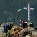 vicino alla croce gli amici: Robertino, Marta e Aldo