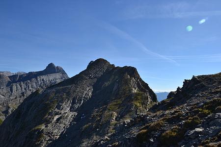 Erster Blick auf den Grat bei der Gassenfurggel. Im Hintergrund der Bächistock. Sieht halb so wild aus.