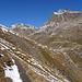 schön angelegter Höhenweg mit Blick zum Piz Kesch