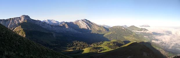 Panorama vom Oberbauenstock über den Schwalmis bis zum Pilatus