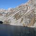 Lago Piccolo della Crosa. Calnesc si trova alla fine della zona d'ombra