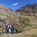 Im Aufstieg zwischen Estany de Sotllo und Estany d'Estats - Bevor wir letzteren gleich erreichen, passieren wir noch einen kleinen Wasserfall.