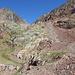 Im Aufstieg zwischen Estany d'Estats und Port de Sotllo -  Über reichlich 300 Höhenmeter geht's nun steil im Schutt hinauf zum Port de Sotllo.