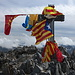Pica d'Estats - Mit 3.143 m Höhe ist der Berg die höchste Erhebung von Katalonien. Entsprechend ist das Gipfelkreuz mit zahlreichen katalanischen Flaggen versehen.