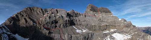Die Bächistock Südwand mit Route ([http://f.hikr.org/files/1896005.jpg Originalgrösse]). Aufgenommen vor 4 Jahren vom Wissgandstock [http://www.hikr.org/tour/post43978.html].