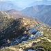 nach einer Stunde am Gipfel beginnt der Abstieg: zunächst bis Pescia Lunga wie im Aufstieg, dann aber weiter entlang des Grats hinauf zu Pianascio und Pizzin und anschliessend hinab nach Monte di Comino