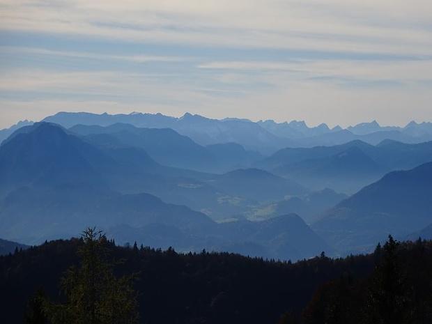 Zoom ins Thierseer Tal zum Karwendel