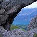 Unter dem grossen Stein, links, mit Besetzung, ist der Schatz mit der Nr. 13 unter dem Steinhaufen zu finden!