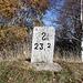 <b>Quota 1426 m.<br />Curiosa questa S sul cippo di confine 23.2...<br />La Ƨ rovesciata è usata nelle traslitterazioni dalla lingua zhuang :-).</b>