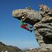 Bouldern vor grosser Kulisse an einer auffälligen Felsnase am sonst sanften Langrain