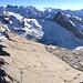 Grosses Gipfelplateau mit Panorama auf bereits bestiegene Gipfel.