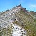 Der Kamm zum Mont Blava vom Col des Roux. Den auffälligen Felszahn umgeht man auf der rechten Seite