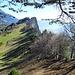 Immer entlang des südlichen Felsabbruchs nähern wir uns dem Regitzer Spitz