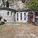 Oberhalb von Lalden: Grottenkapelle im Gstein