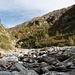 La Val Largé vista dal punto dove il sentiero è stato sotterrato dalla frana, qui si passa nel letto del Rià de Campalesc.