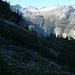 Beim Rückweg von Pisom nach Alpe Cazzana, Corte di Cima - Blick über Alpe Pisom in den oberen Talkessel des Val Calnegia