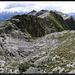 Auf dem Gipfel, Blick entlang des südöstlichen Gratverlaufs.