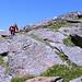 Im Aufstieg zum Cheget - Etwas abseits des eigentlichen Wegs sind wir auf einem schmalen Pfad nahe des Grats unterwegs.