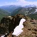 """Cheget - Ausblick am Gipfel des """"Kleinen Cheget"""" in etwa östliche Richtung. Dorthin zieht auch das Baksan Tal."""
