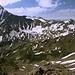 """Cheget - Ausblick am Gipfel des """"Kleinen Cheget"""" in etwa südliche/südwestliche Richtung. Der Kaukasus-Hauptkamm verläuft hier vom Nakratau (links) über den Grat zum Nenskra (3.741 m)"""