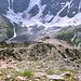 Im Abstieg vom Cheget - Hier noch in unmittelbarer Nähe des Gipfels. Wir folgen nun dem eigentlichen Weg, welcher gleich über einen seitlichen Gratrücken führt (etwa Bildmitte).