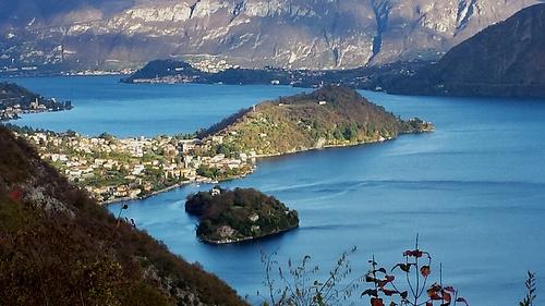 Isola Comacina, Dosso di Lavedo con punta di Balbianello e Bellagio sullo sfondo.