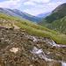 Unterwegs zwischen Ozero Donguzorun und Aj (Mittelstation des Sesselliftes) - Zur Abwechslung führt der eigentlich durchgängig sehr gute Weg hier mal durch ein kleinen Wasserlauf.