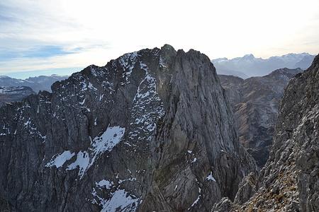 Der Nordgrat zum Ruchen liegt noch vor uns. Von hier ist die Kletterei gut einsehbar sieht aber auch recht gefürchig aus.