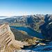Schon vor Erreichen des Gipfels bietet sich ein schönes Panorama auf den Wägitalersee und das Wyss Rössli