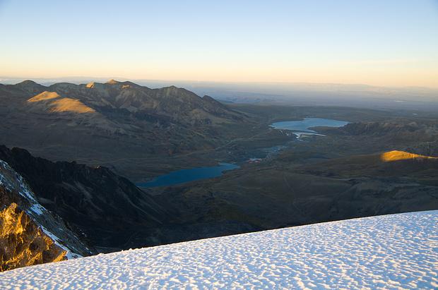 Blick zurück aufs Altiplano mit La Paz