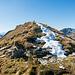 Der erste Gipfelsteinmann. Der eigentliche Gipfel des Roslenfirst / Saxerfirst (P.2151) folgt aber erst später.