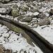 L'acquedotto in pietra che convoglia l'acqua da Canà a Corte del Sasso