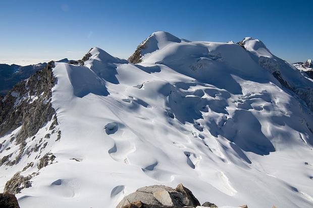 Blick vom Gipfel auf den Janq'u Uyu