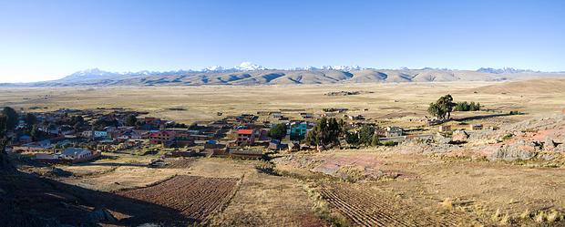 So schön liegt Penas vor der Cordillera Real