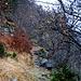Il sentiero si dirige verso Sassàn su profondi precipizi