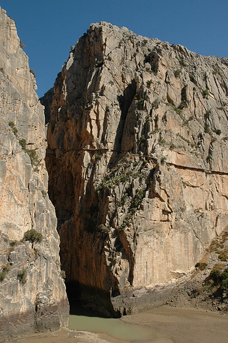 Der Blick auf den Südausgang der Schlucht. Und mittendrin der alte Camino.
