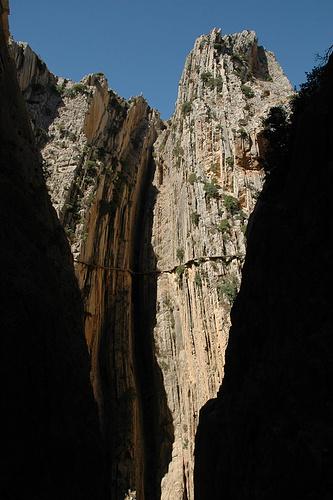 Auf der gegenüberliegenden Schluchtseite der unglaubliche Camino.