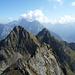 Rückblick auf hübsche Berggestalten (Jakobiger, Ruchälplistock). Im Vordergrund ist wohl der nicht kotierte Gipfel des Chapferplanggenstocks