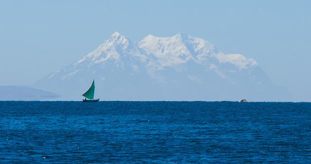 125 km sind es vom Titicaca See bis zum Illimani - aber auch dort ist er gegenwärtig.