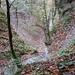 Blick über den hohen Wasserfall. Das Bild täuscht, hier bricht eine Kante etwas 15m ab!