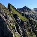 """La première partie de l'arête SW après Britterehöreli : on remarque bien que la face nord est verticale, alors que du côté sud les pentes sont """"raisonnables"""". Au fond le sommet du Schwalmere est déjà visible."""