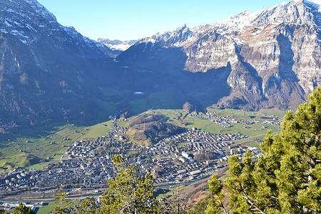 Blick auf Glarus vom Chranzkopf.