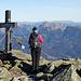 Am Gipfelkreuz, flankiert von Hochschwab, Petra und Gößeck. :-)