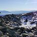 Ein Schneerestchen beim Gipfel in 2416m Höhe muß aus historischen Gründen (für die Tochter) fotografiert werden. :-)