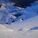 Tiefblick vom Clariden-Gipfel in die Nordwand – richtig sichtbar wird die Steilheit aus dieser Perspektive nicht.