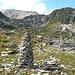 Der Steinmann war kaum zu übersehen und ich folgte den kleineren Steinmännern hinauf zum Distelsee. Wunderschöne Gegend