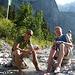 Tag 1: An der Höllentalangerhütte kühlen wir uns ein wenig ab.