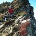 herbstfarbener Abstieg den Steilabbrüchen entlang